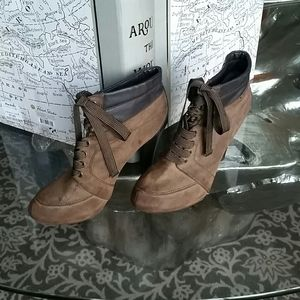 Shoes - Brown lace up booties